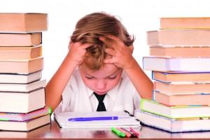 Dzięci z zaburzeniami integracji sensorycznej zazwyczaj nie są wzorowymi uczniami. Nauka sprawia im trudności.