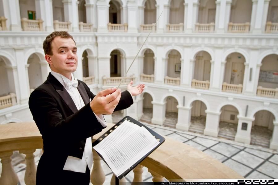 Dariusz Łapiński, dyrygent: W Polsce konieczne jest upowszechnienie edukacji muzyczna. W programie szkolnym muzyka powinna być umiejscowiona tuż za matematyką.