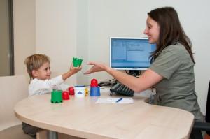 Ogromna większość pacjentów po pięciu miesiącach treningu słuchowego w mniejszym lub większym stopniu rozumie wyrazy i zdania.