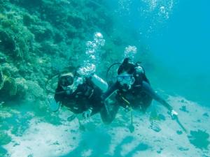 Paulina Drażba i jej mąż nurkują kilka razy w roku. Mając certyfikaty zaawansowanego nurka, mogą schodzić pod wodę bez przewodnika.