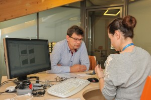 Jak działa implant, tłumaczy Aleksandra Pieczykolan – specjalista z Zakładu Implantów i Percepcji Słuchowej