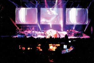 """Katowice 1997 r. Koncert Jean Michel Jarre'a """"Na rzecz niesłyszących dzieci Europy"""" pod honorowym patronatem Jolanty Kwaśniewskiej."""