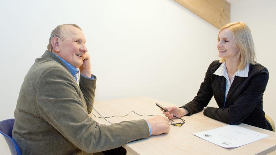 Trening percepcyjny u pacjenta z jednostronną głuchotą prowadzi mgr Dorota Pastuszak – surdtologopeda z Kliniki Rehabilitacji IFPS.