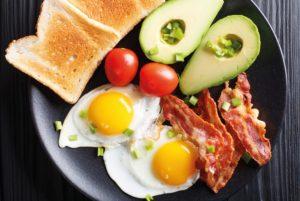 Zjedzenie pełnowartościowego śniadania jest nieodzownym elementem zdrowej, racjonalnej diety.